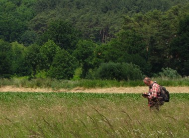 foto van wetenschapper in grasland
