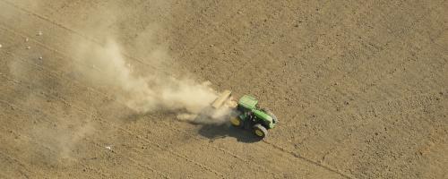 foto tractor op akker